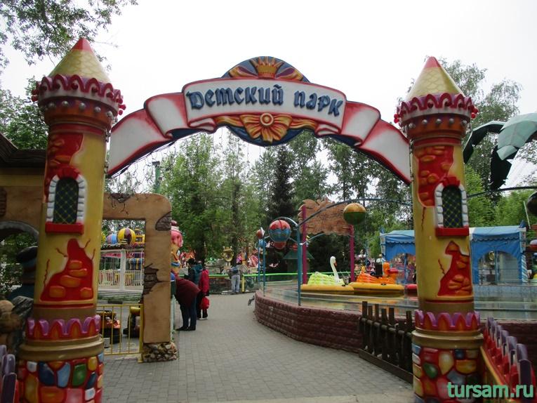 Аттракционы на территории парка культуры и отдыха в Мытищах