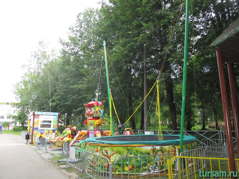 Аттракционы в парке имени М.И. Калинина в городе Королев