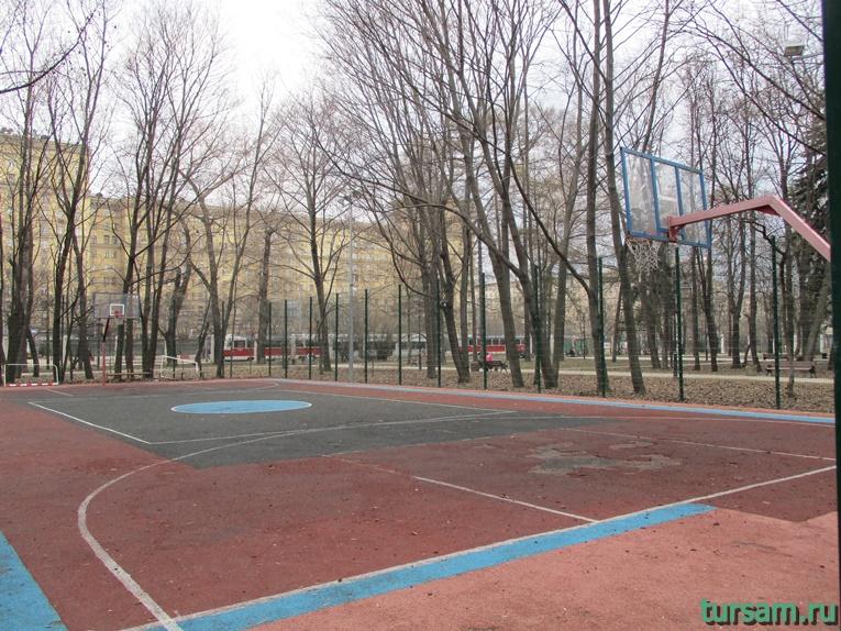 Баскетбольное поле в парке имени Воровского