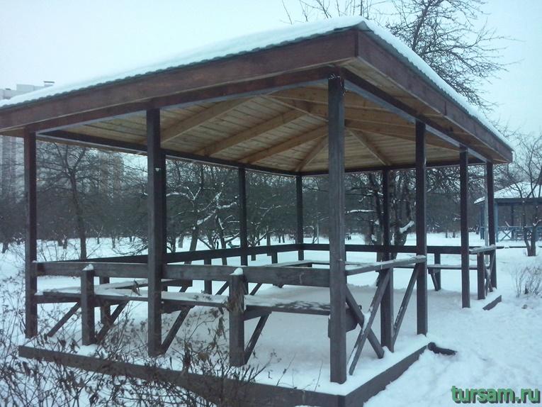 Беседка в парке Ангарские пруды-2