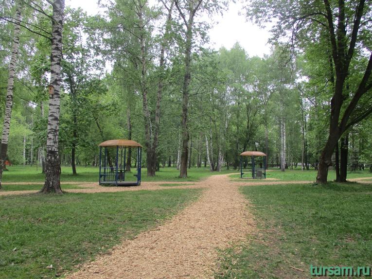 Беседки на территории парка культуры и отдыха в Мытищах