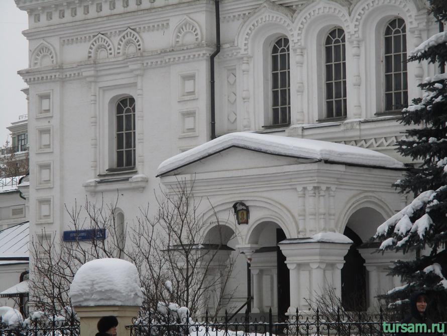 Церковь Архангела Михаила на Девичьем поле-3