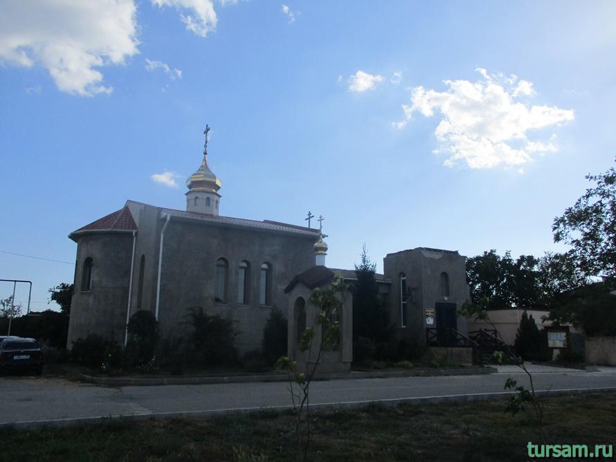 Церковь священномученика Порфирия в Заозерном-1