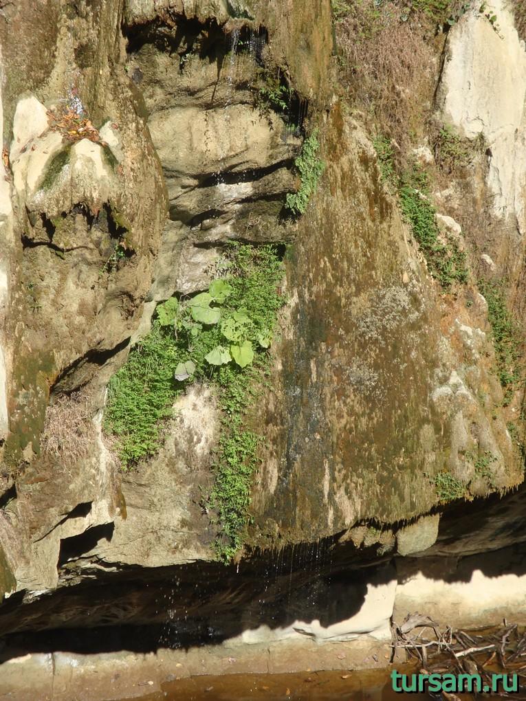 Часть верхнего водопада вблизи на маршруте Агурское ущелье и водопады