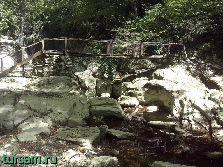 Деревянный мост через Агурский каньон