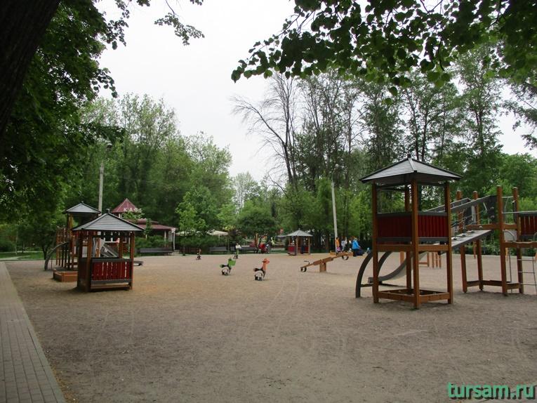 Детская площадка на территории парка культуры и отдыха в Мытищах-2
