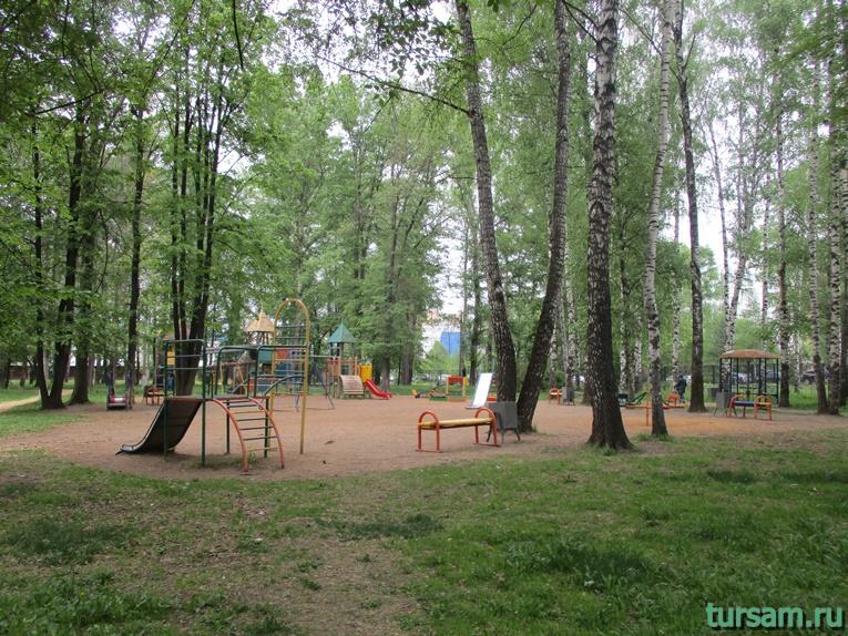 Детская площадка на территории парка культуры и отдыха в Мытищах-3