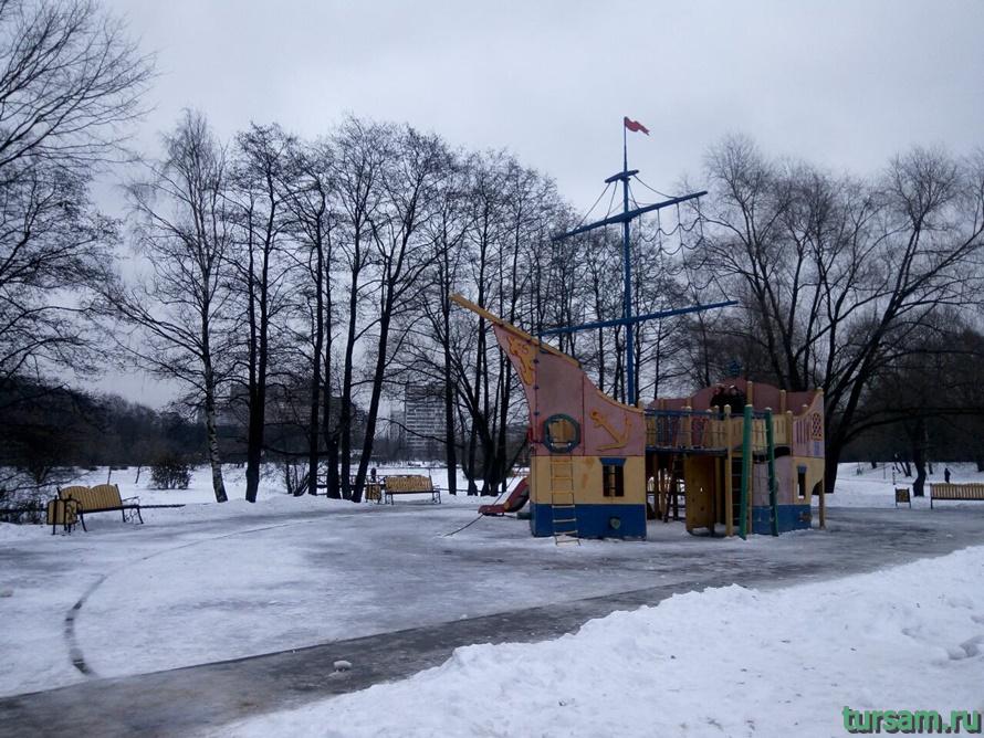 Детская площадка на территории Терлецкой Дубравы