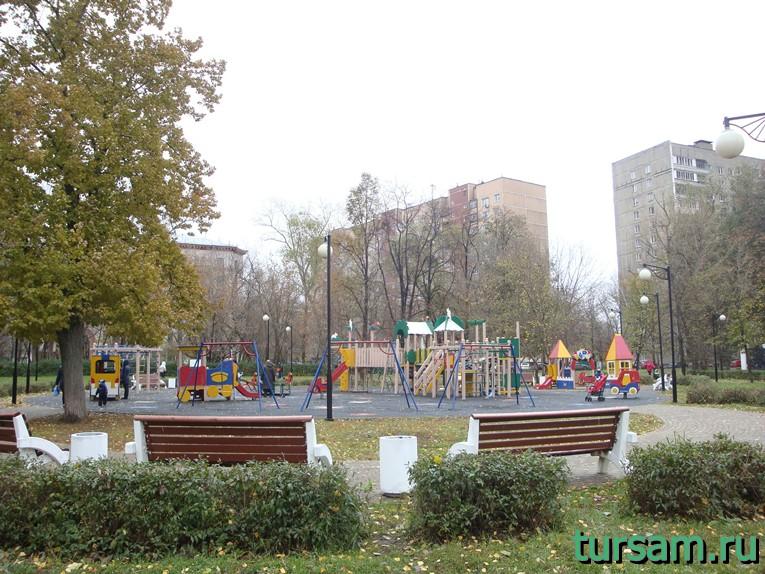 Детская площадка в Чапаевском парке