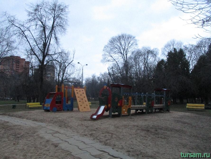 Детская площадка в парке Дружбы-2