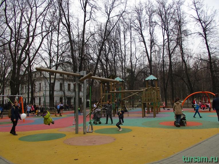 Детская площадка в парке имени Воровского