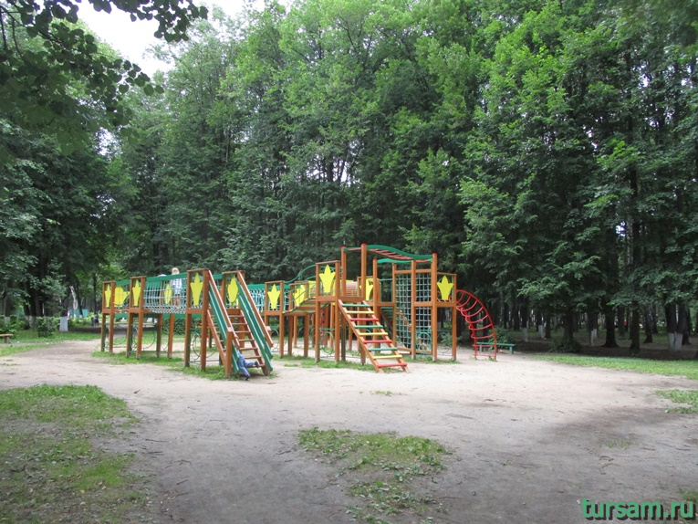 Детская площадка в парке имени М.И. Калинина в городе Королев