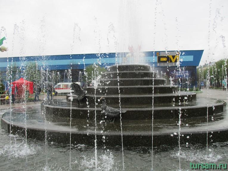Фонтан возле Комаровского рынка в Минске