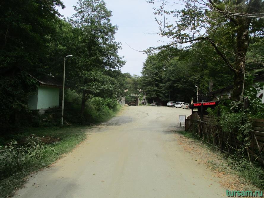 Фото дороги к водопаду Райское наслаждение в Лоо-6