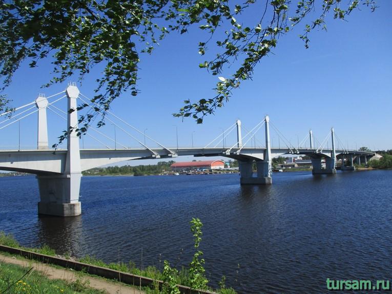Фото моста соединяющего центральную часть города Кимры и микрорайон Савелово