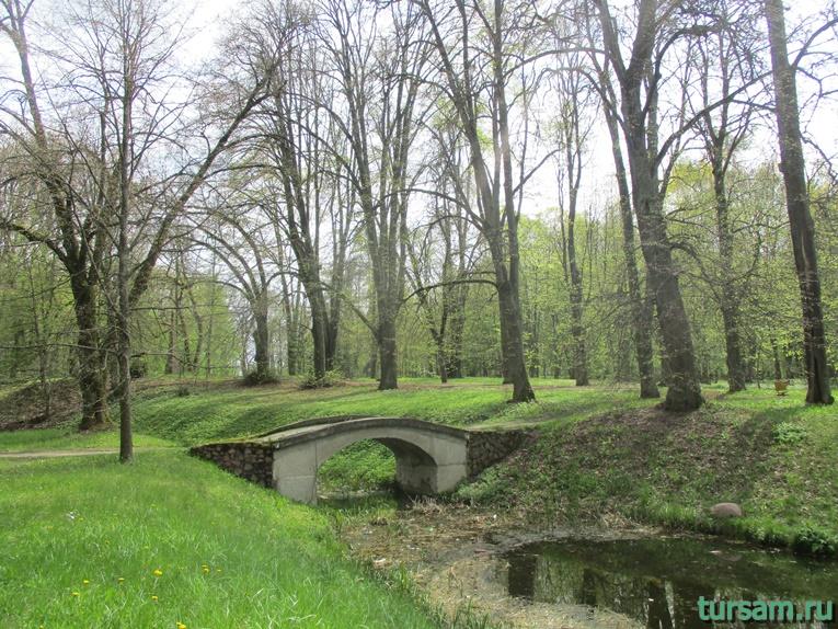 Фото на территории одного из ландшафтных парков рядом с Несвижским замком-10