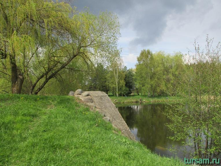 Фото на территории одного из ландшафтных парков рядом с Несвижским замком-12