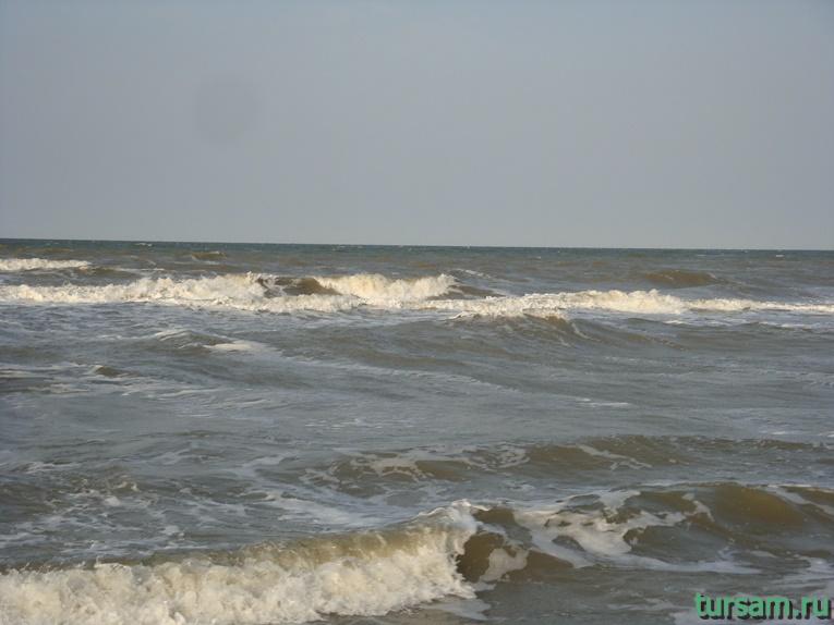 Фото пляжа на Азовском море рядом с вулканом