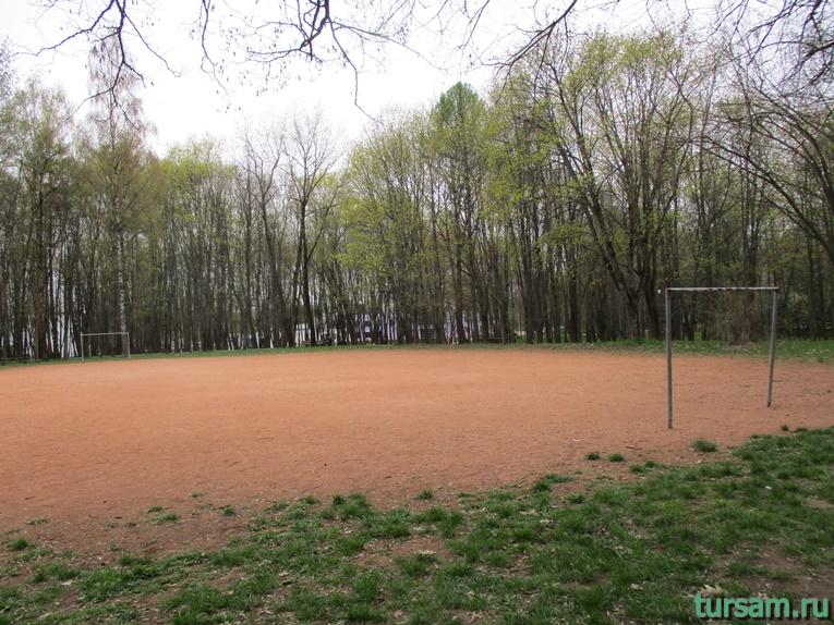 Футбольное поле в парке имени Челюскинцев-2