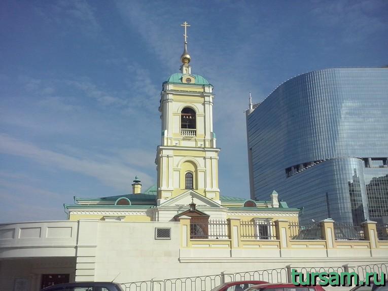 Храм Преображения Господня (вид со стороны входа в храм)