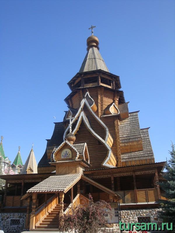 Храм Святителя Николая на территории кремля в Измайлово