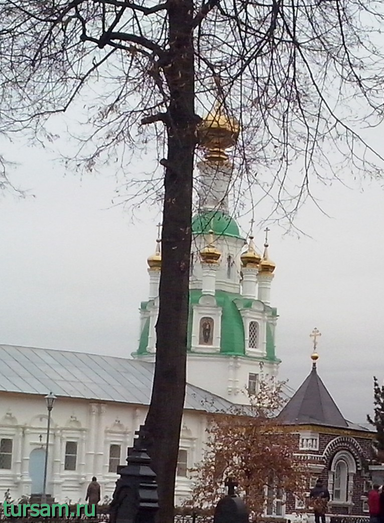 Храм в честь Нерукотворного Образа Спасителя и Часовня убиенных в Смутное время иноков
