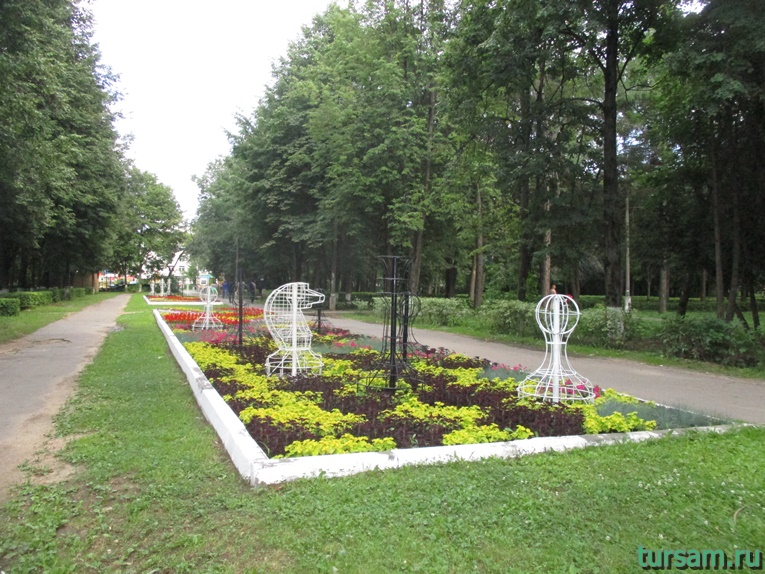 Клумба в парке имени М.И. Калинина в городе Королев-2