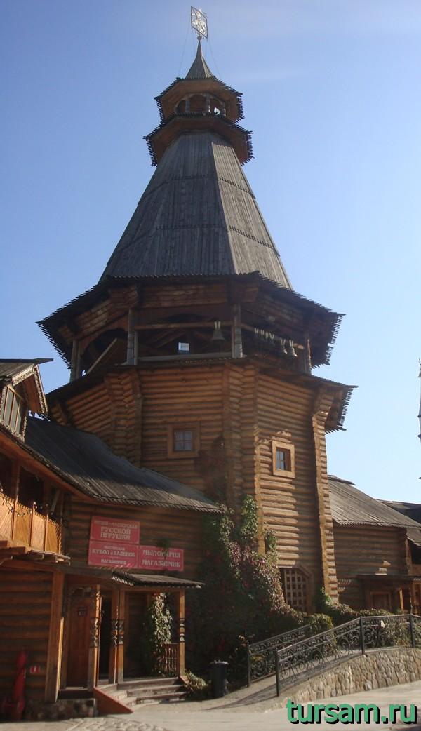 Колокольня на территории кремля в Измайлово