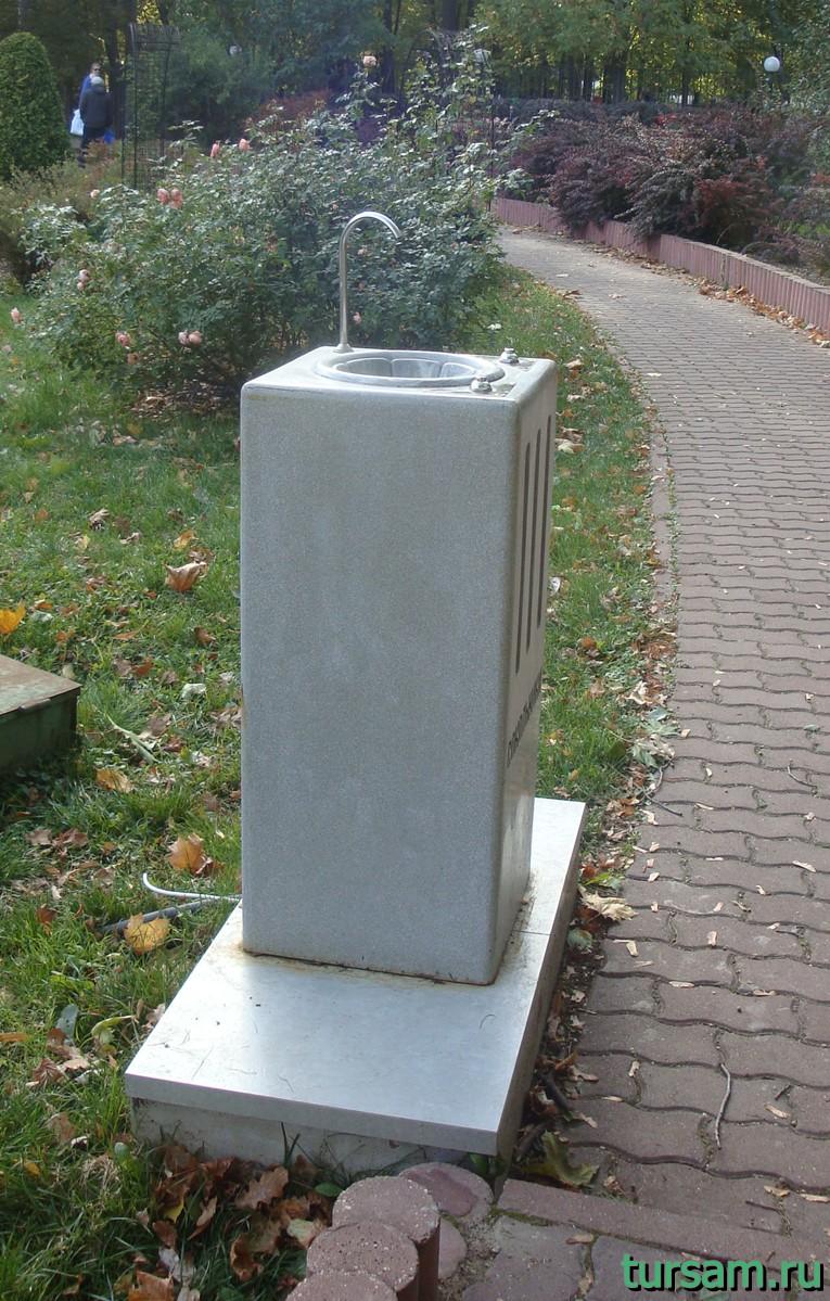 """Кран с питьевой водой в малом розарии в парке """"Сокольники"""""""