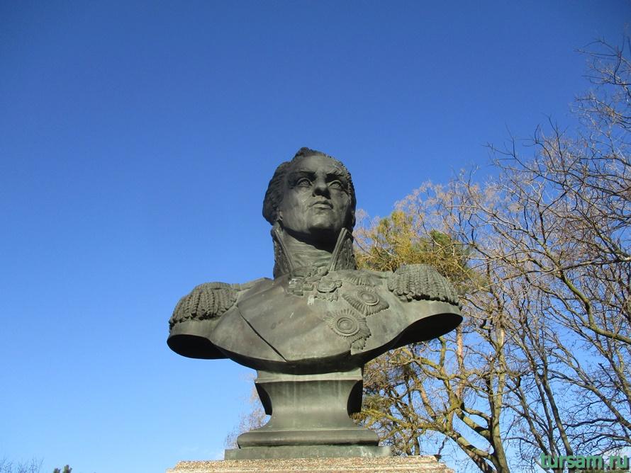 Памятник Ивану Гудовичу в Анапе-3