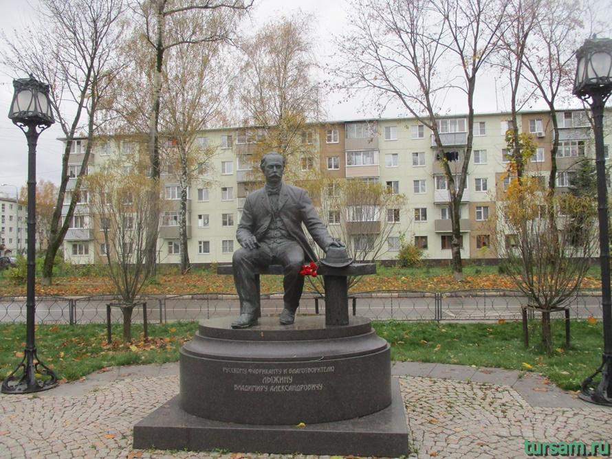 Памятник Лыжину в Ивантеевке-1