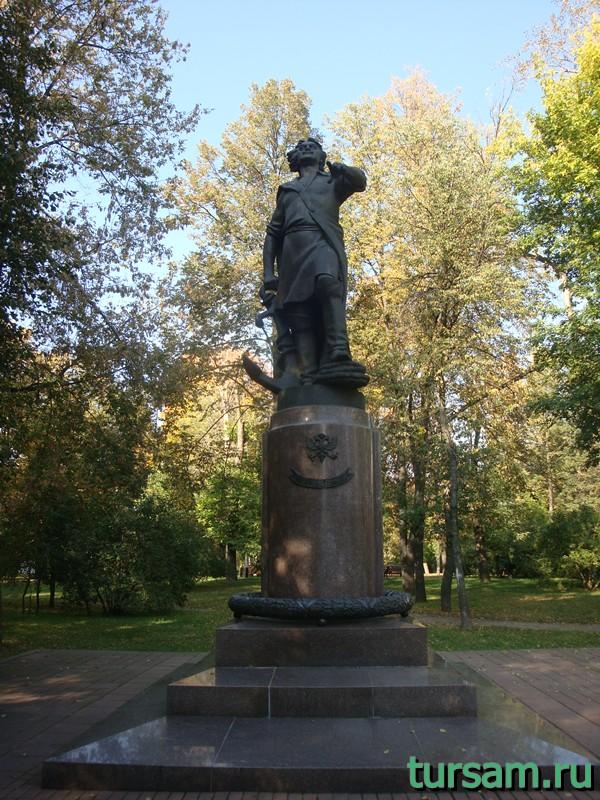 Памятник Петру I на территории усадьбы Измайлово
