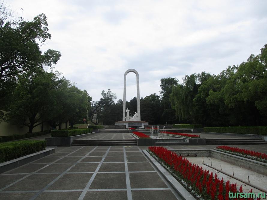 Памятник Подвиг во имя жизни в Сочи-1