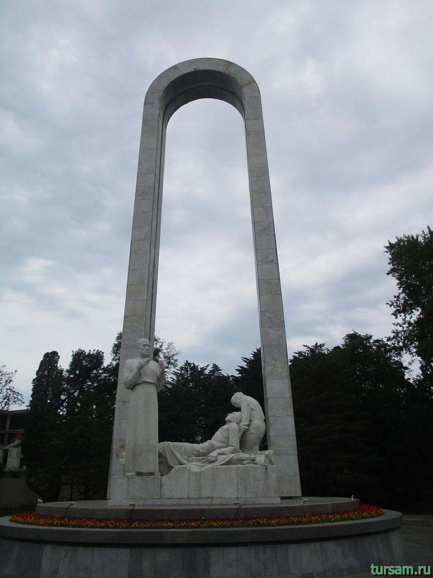 Памятник Подвиг во имя жизни в Сочи-3