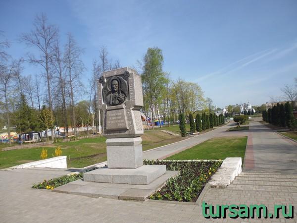 Памятник Тверскому Михаилу Ярославичу в городском саду Твери