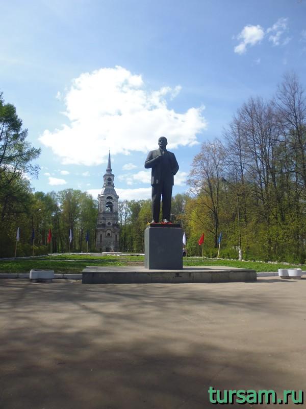 Памятник В. И. Ленину в Осташкове