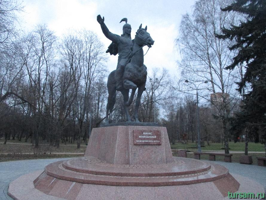 Памятник в парке Дружбы-2