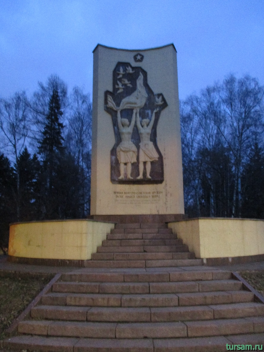 Памятник в парке Дружбы-4