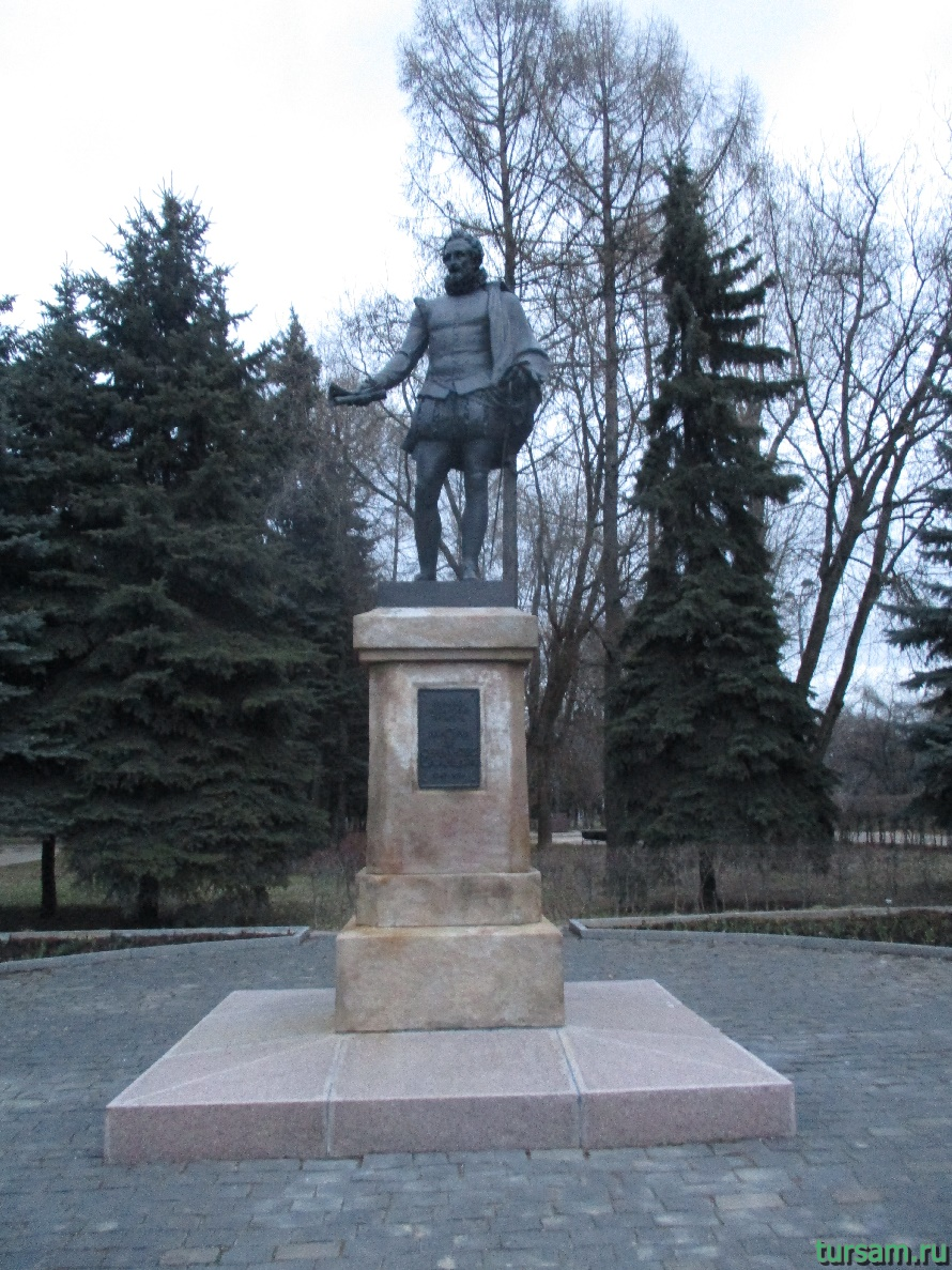 Памятник в парке Дружбы-6