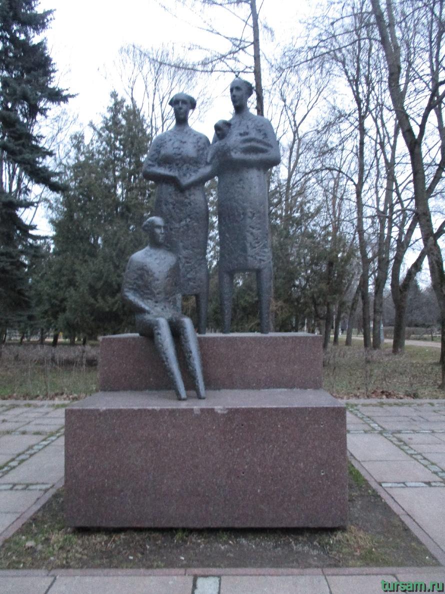 Памятник в парке Дружбы