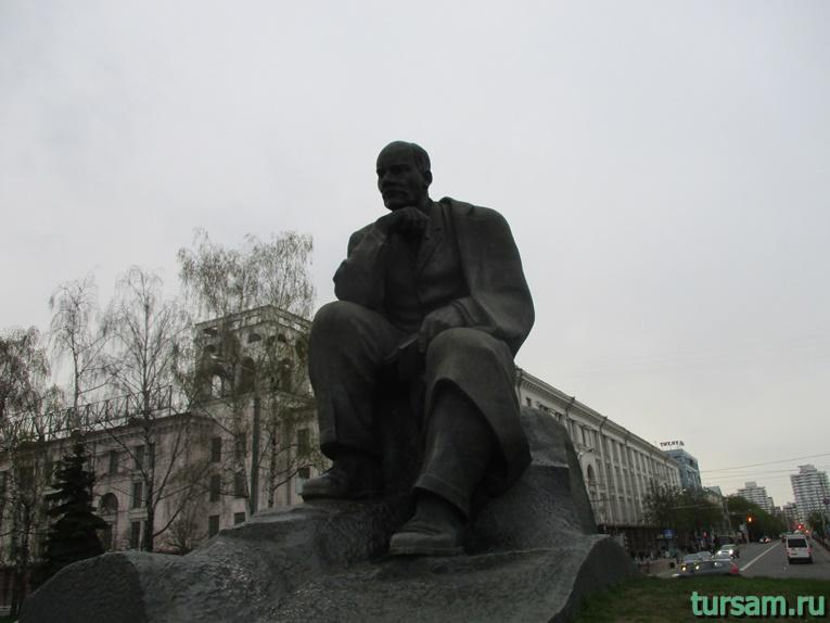 Памятник Якубу Коласу в Минске