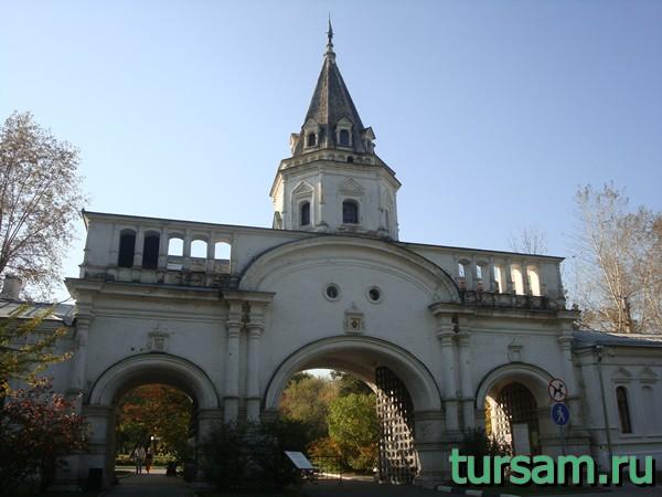Передние ворота усадьбы Измайлово
