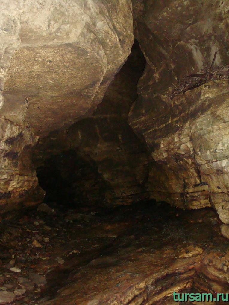 "Пещера ""Чертова нора"" внутри"