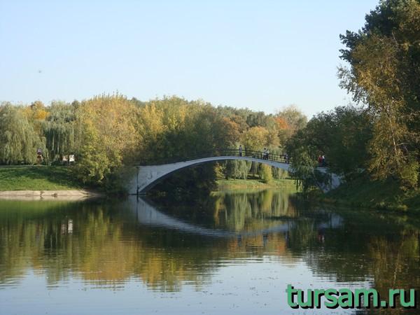 Пешеходный мост, ведущий к усадьбе Измайлово