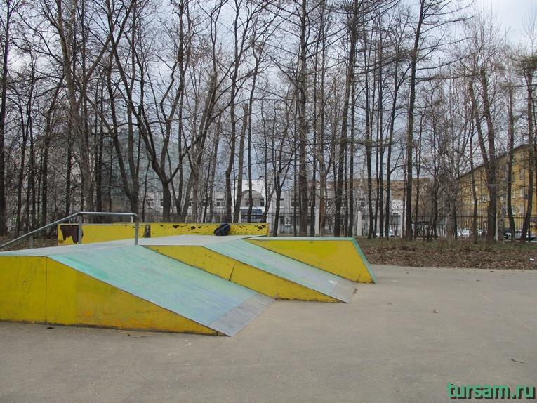 Площадка для катания на скейтборде в парке имени Воровского-2