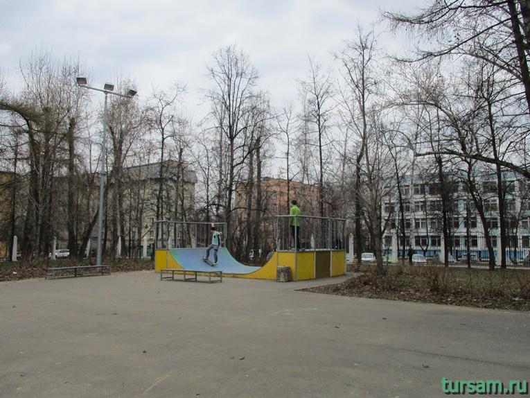 Площадка для катания на скейтборде в парке имени Воровского