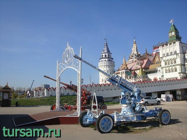 Пушки около Измайловского кремля