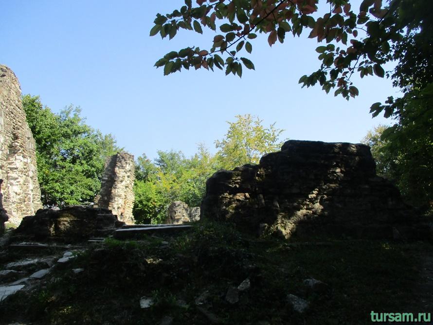 Развалины Византийского храма в Лоо-2