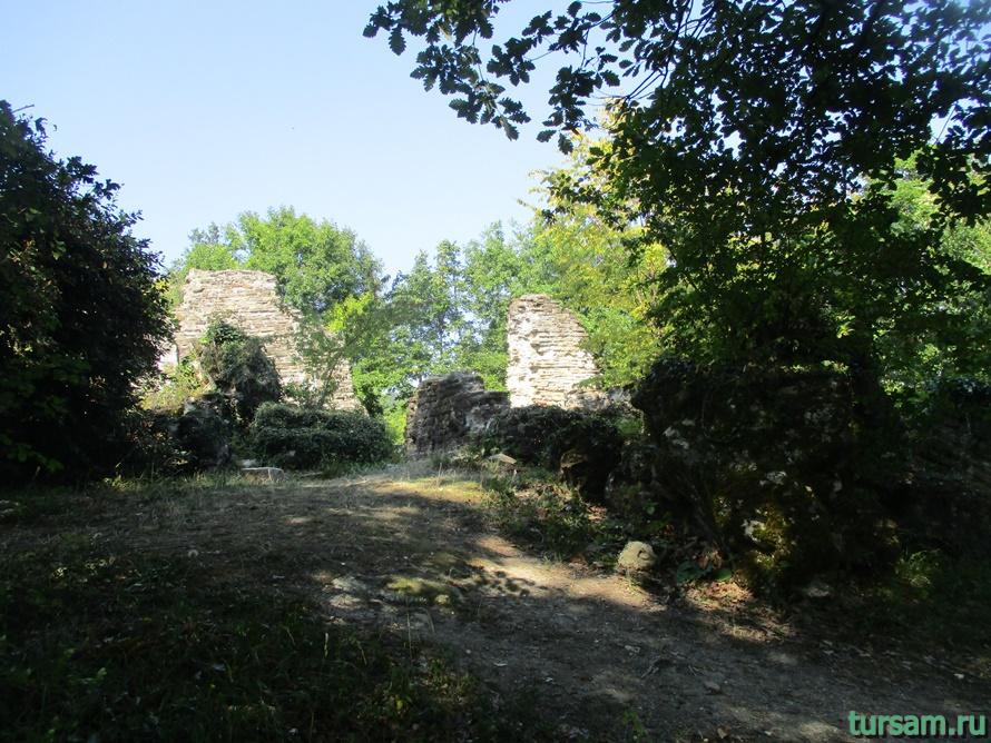 Развалины Византийского храма в Лоо-3
