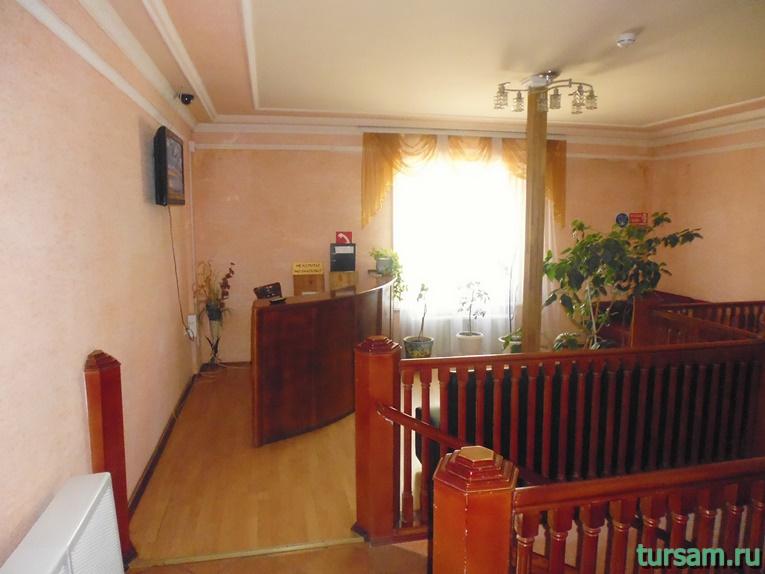 Ресепшен в гостинице Ашхен в Осташкове